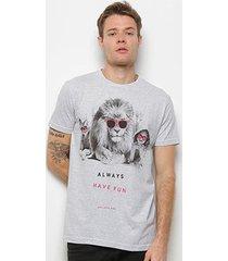 camiseta bulldog fish beach day lion masculina