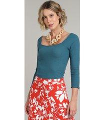 blusa feminina canelada manga 3/4 decote reto azul petróleo