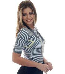 blusa ficalinda meia manga estampa exclusiva grafic decote canoa