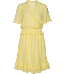 posestelle dress kort klänning gul postyr