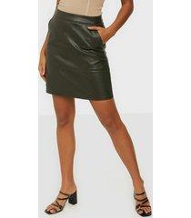 only onllisa faux leather skirt cc otw minikjolar rosin