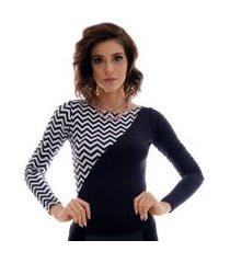 blusa com duas cores preto e zig zag preto e branco feminina manga longa decote canoa