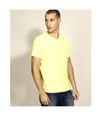 camiseta masculina básica flamê manga curta gola v amarela claro