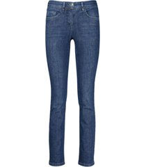 mid-waist trendy jeans