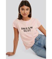 na-kd broderad t-shirt - pink