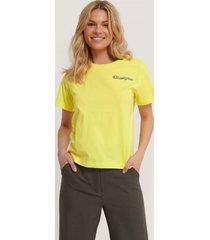 champion t-shirt med rund halsringning och logo - yellow