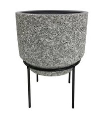 cachepot de cerâmica imitando cimento com suporte de metal