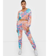 nly trend tie dye cozy sweat pants byxor