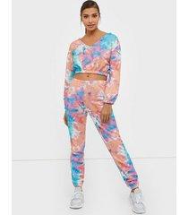 nly trend tie dye cozy sweat pants byxor