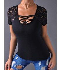 camisetas negras de corte bajo con cuello en v y encaje cruzado