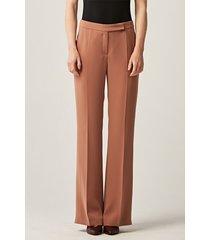 camelowe spodnie z poszerzaną nogawką