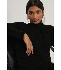 na-kd lång stickad tröja med hög krage - black