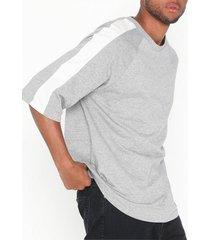 dr denim baron tee t-shirts & linnen ljus grå
